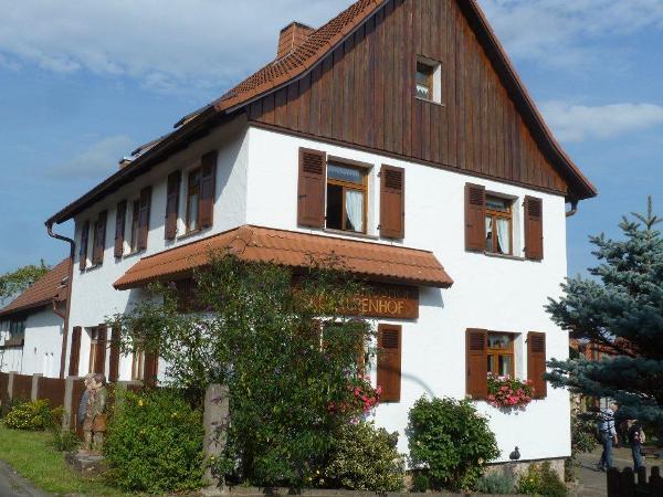 Zu Besuch im Atelier des Holzbildhauers Herbert Holzheimer.